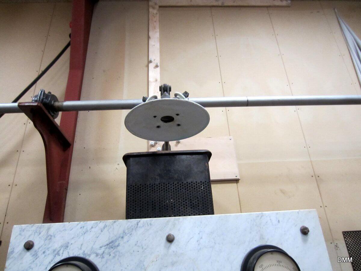 Generatoren er klar til at producere strøm, eltavlen er tilsluttet.